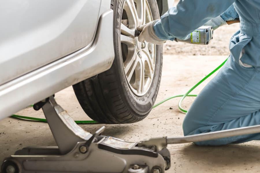 自動車の解体作業